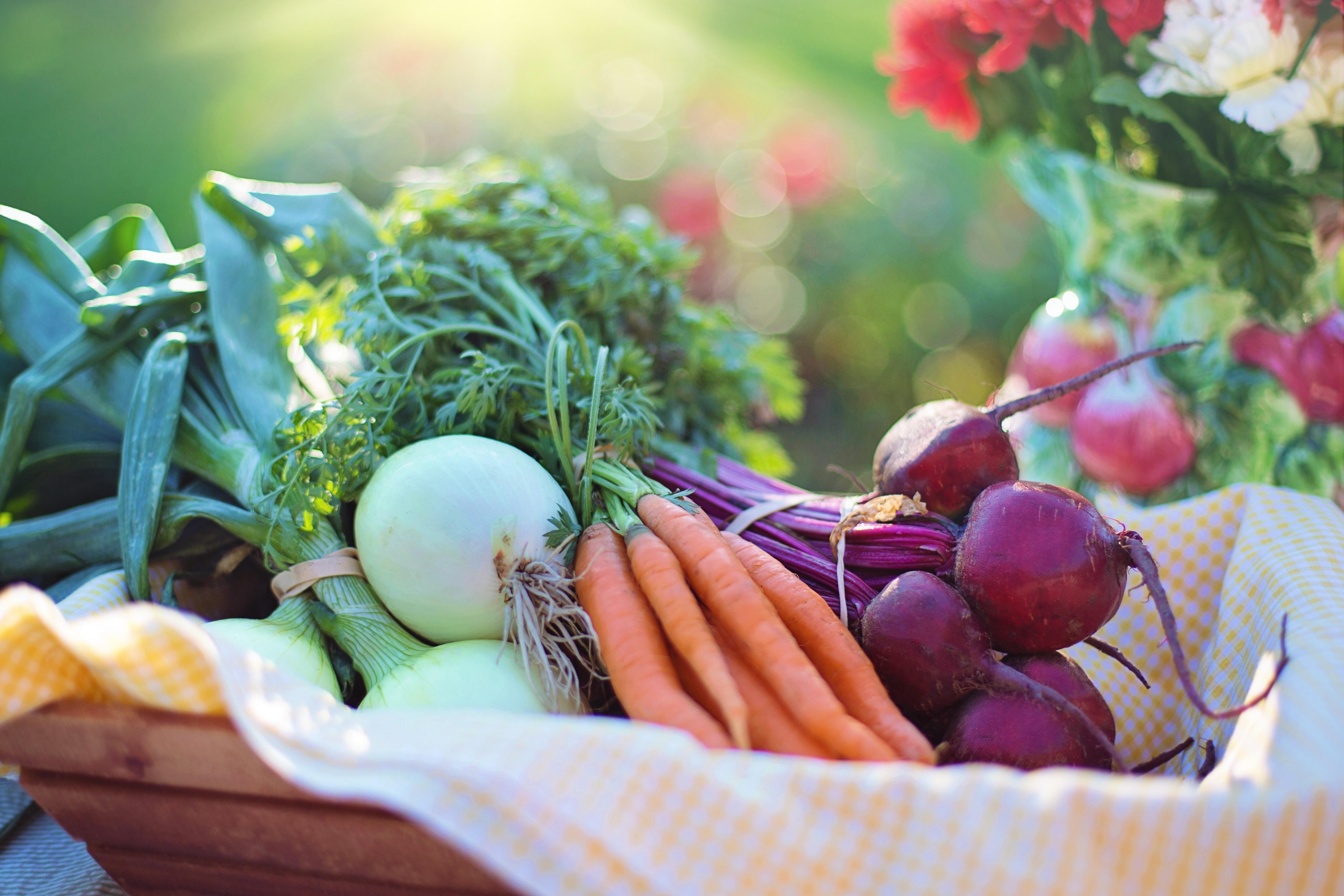 Cuisinez des légumes à la cocotte en fonte pour un goût savoureux